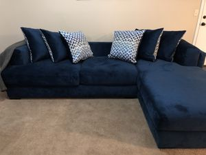 Photo Almost NEW Rooms To Go soft couch!!! Make me an OFFER!!