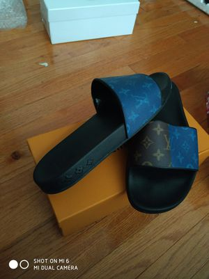 Lv slipper size 10 for Sale in Gaithersburg, MD