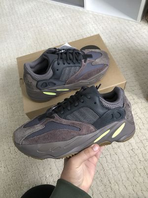 Yeezy 700 Mauve Size 8.5 for Sale in Ashburn, VA