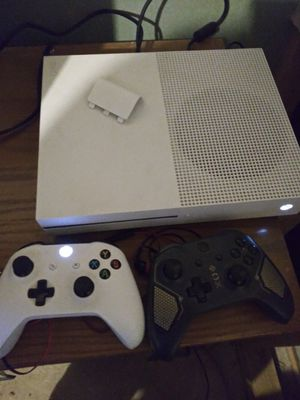 Xbox one s. 2 controller for Sale in Halethorpe, MD