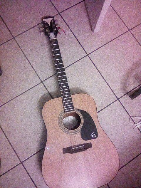 Epiphone pro-1 aucustin guitar