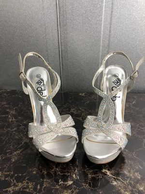 Women's silver formal shoe size 8.5 for Sale in Pittsburgh, PA
