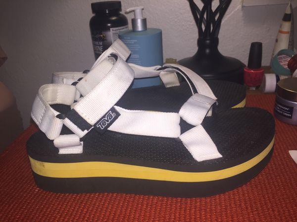 4bbc267b16d Women s Size 8 white platform Teva Sandals (Clothing   Shoes) in Columbus