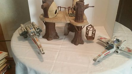 STAR WARS LOT EWOK VILLAGE AND X-WING FIGHTERS Thumbnail