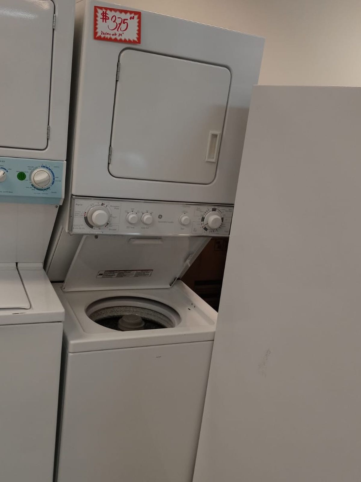 Ge white laundry center one unit in excellent condition with 4 months warranty