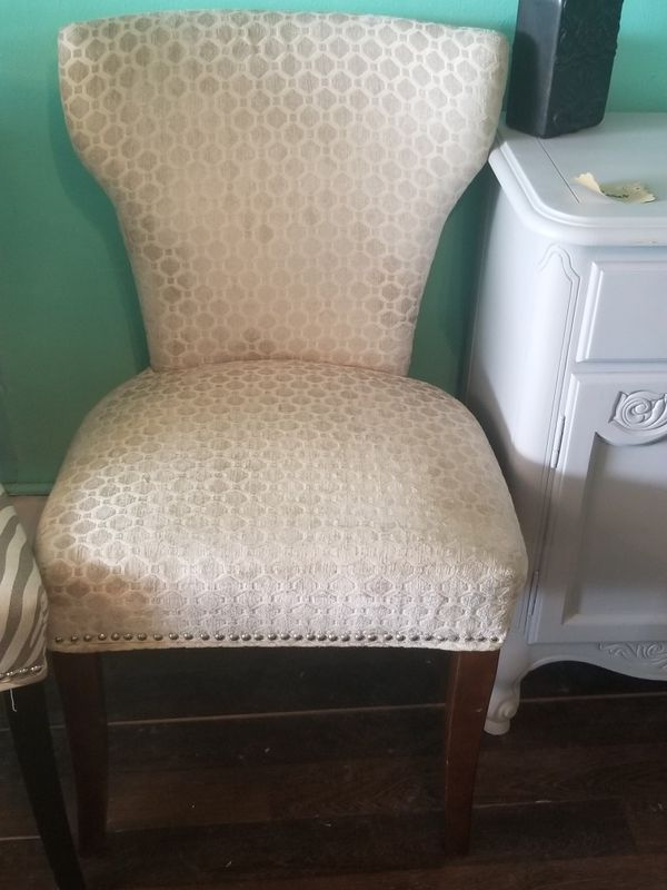 Cute Gray Print Accent Chair Located 5912 54th Avenue North St Pete 33709 Furniture In Tampa Fl Offerup