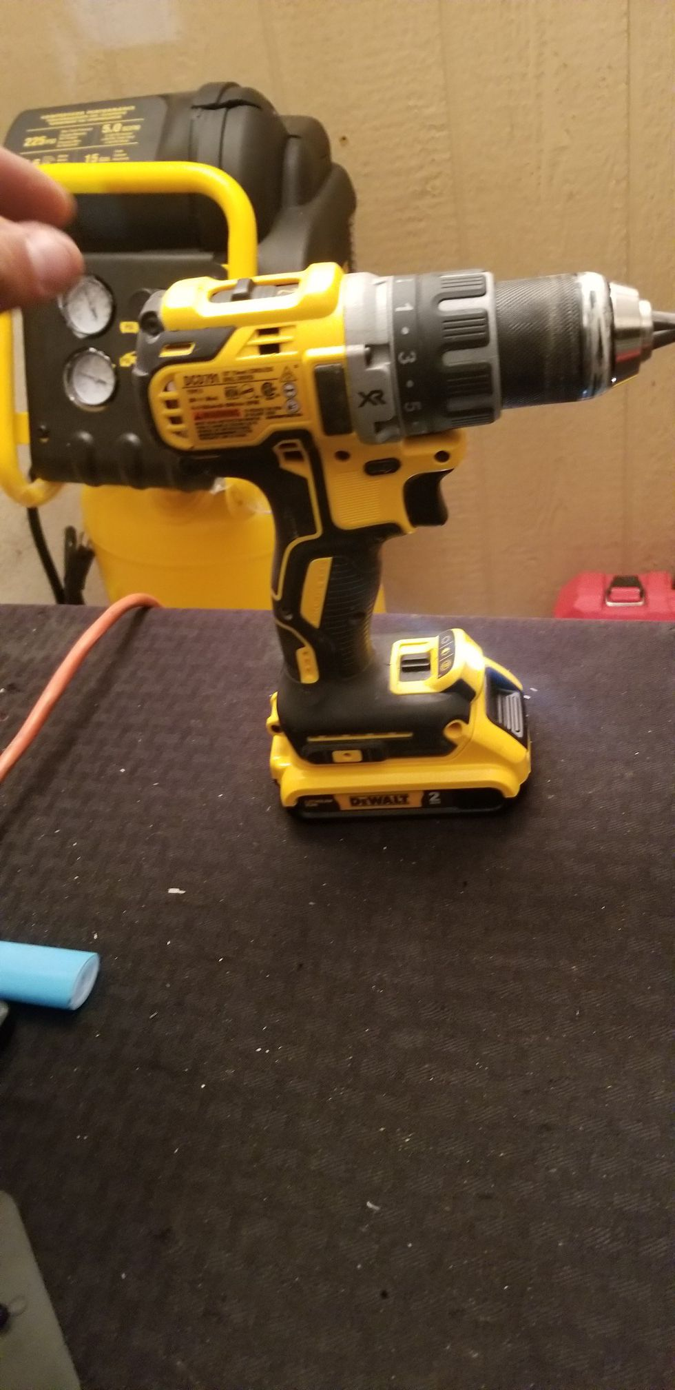 DEWALT drill kit 2.0 battery and charger