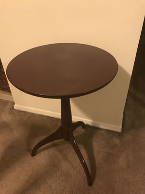 """20"""" round wood table check out my other items on this page message me if you interested gaithersburg md 20877 for Sale in Gaithersburg, MD"""