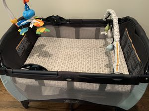 Photo Graco pack and play with changer and Napper