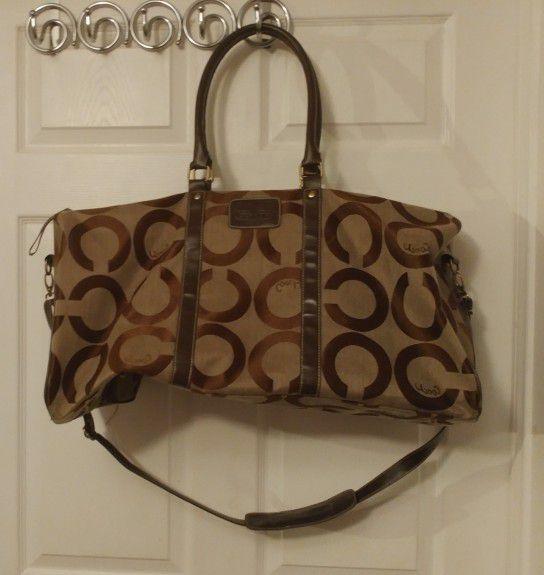 b849b1fdb7 Coach bag size of a duffel bag like new smoke-free pet-free Home  Murfreesboro for Sale in Murfreesboro
