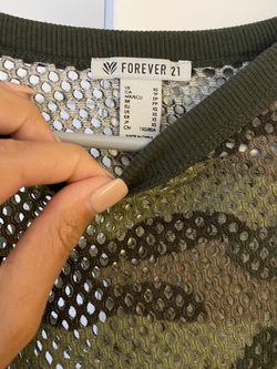 Forever 21 Camo Athletic Crop Top - XS Thumbnail