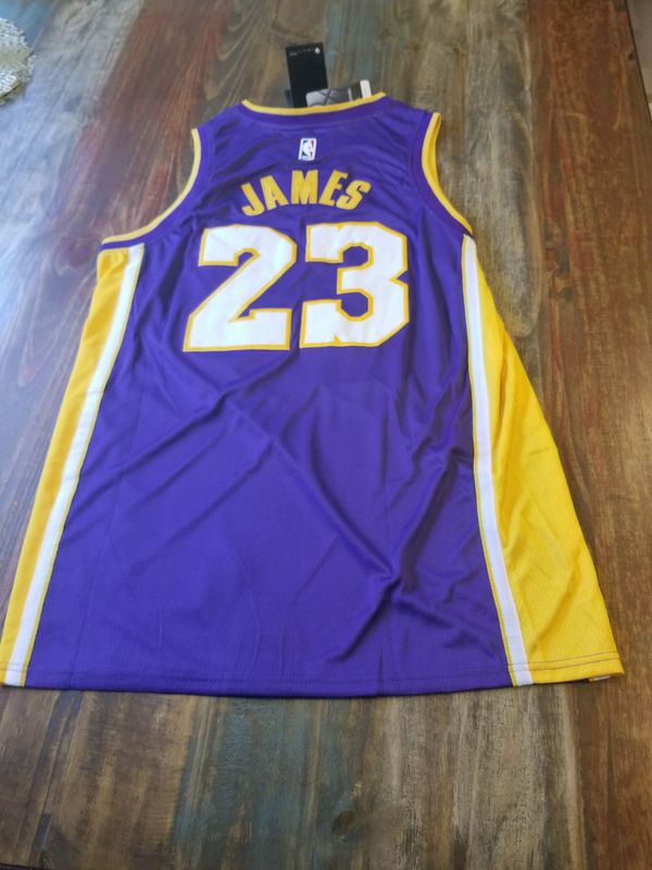 deccd082068 Lakers Lebron James Jersey Purple for Sale in Norwalk
