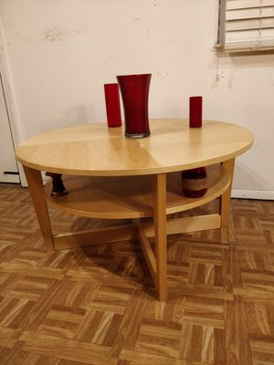 """Nice wooden round table with shelf in great condition, pet free smoke free. D35.5""""*H18.5"""" for Sale in Annandale, VA"""