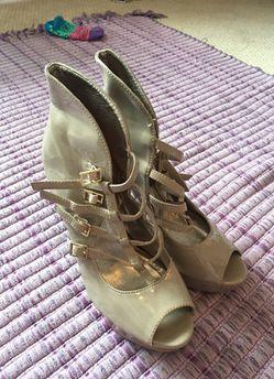Women's Beige Heels size 7 Thumbnail