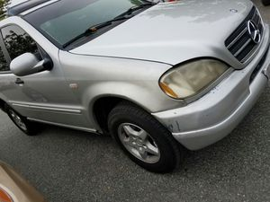 2000 MERCEDES ML PARTS ANYTHING U NEED FOR THIS LET ME KNOW for Sale in Laurel, MD