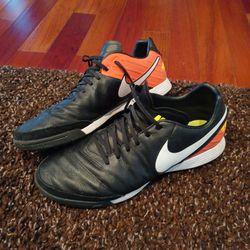 Nike TiempoX Men's Size US 10 Eu 44 Indoor Soccer Shoes Thumbnail