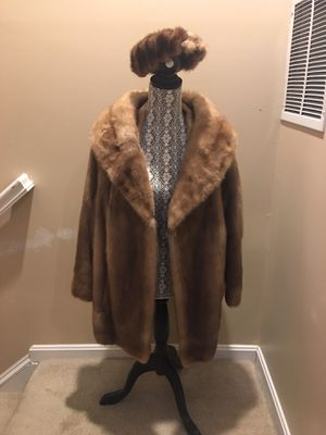 Womens REAL Mink Fur Coat (L) for Sale in White Plains, MD