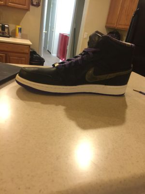 Jordan Retro 1 Mid Black Gold Purple Size 11 1/2 for Sale in Laveen Village, AZ