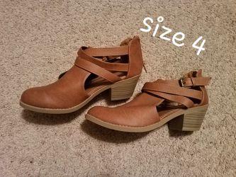 Girls boots- sizes 2-4 Thumbnail