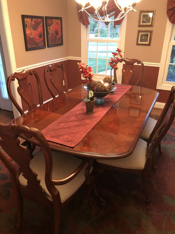 Thomasville Collectors Cherry Dining Room Set In Excellent Condition