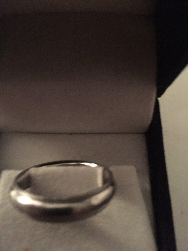 7.6 grams platinum men's ring