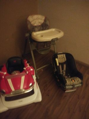Car seat,walker,baby crib,so she can eat for Sale in Mesa, AZ
