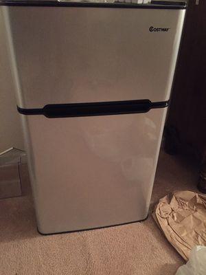 Medium 2 door Refrigerator for Sale in Germantown, MD