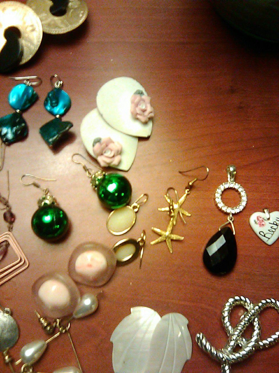 19 pairs earrings 2 pendants 3 pins