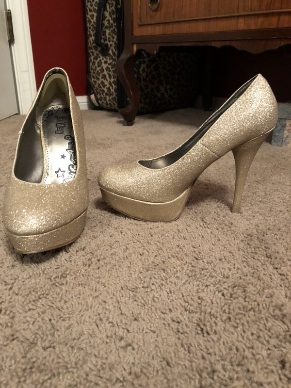 a51eb63629e High heels gold sparkle for Sale in Seal Beach