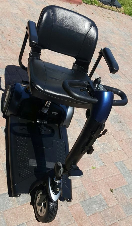 Scooter wheelchair GOGO SPORT with oversized batteries for Sale in Port St   Lucie, FL - OfferUp