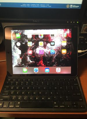 iPad Pro 9.7 inch with Smart Keyboard for Sale in Boyds, MD