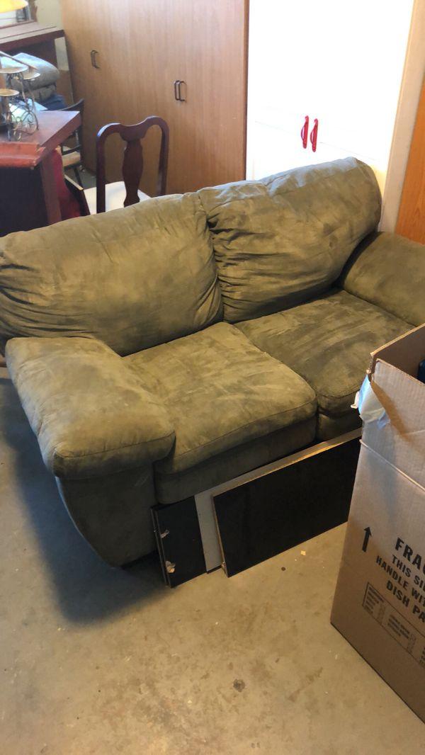 Top Green Suede Sofa Set (Furniture) in Rialto, CA - OfferUp PZ92