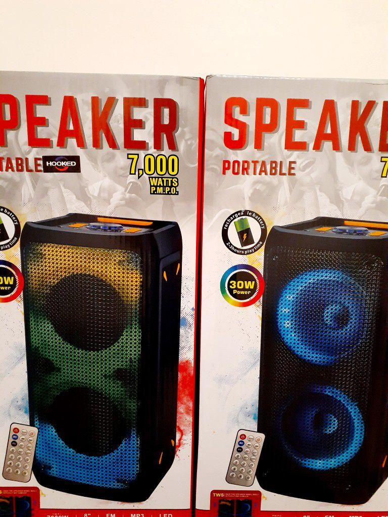 SPEAKER BLUETOOTH USB FM AUXILIAR KAREOKE LOUD WIRELLES RECHARGEBLE MICROPHONE BLUETOOTH $80. BRAND NEW