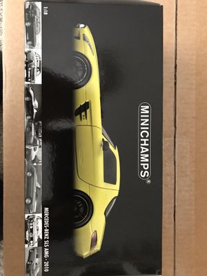 Photo 1/18 Minichamps Mercedes-Benz SLS AMG 2010 diecast model car in Yellow