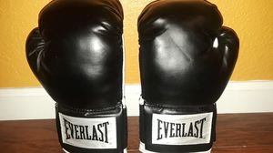 Boxing gloves for Sale in DEVORE HGHTS, CA