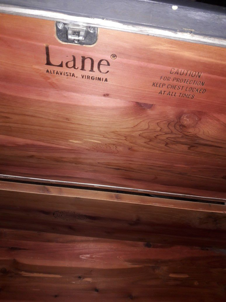 Lane Altavista, VA Wood Chest