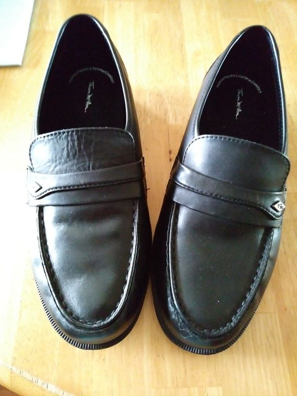 fb8f79bbc23 THOM MCAN MEN S DRESS KARL WIDE LEATHER LOAFER (SIZE  7.5 EEE) for Sale in  Hialeah