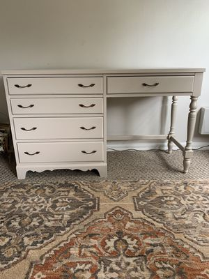 Photo French Provincial 5 Drawer Desk in Smoky Baige