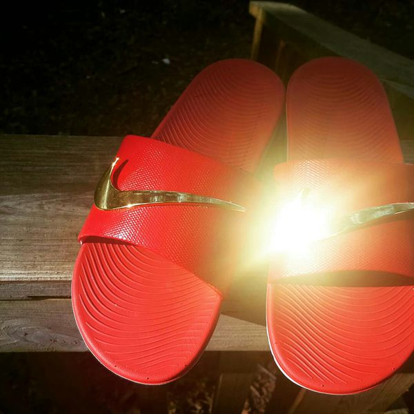07006c7453e994 Varsity Red nike sandals with gold swooshes for Sale in Gainesville ...