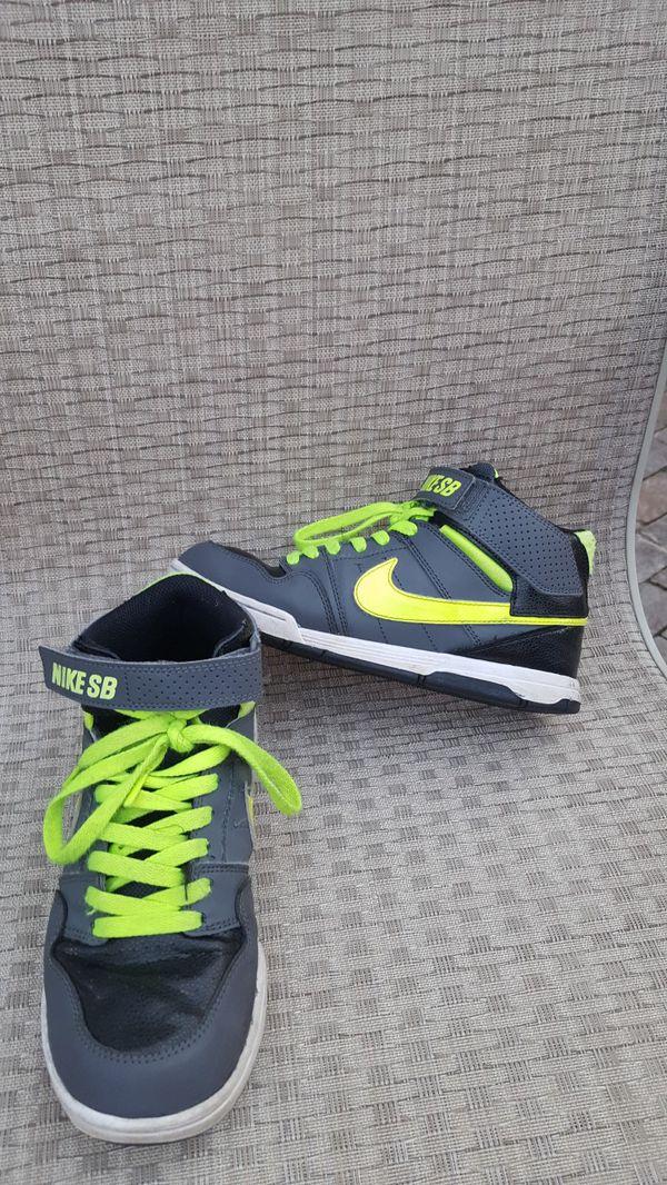 ee471bf64847 Boys Nike shoes size 5 for Sale in Oak Lawn