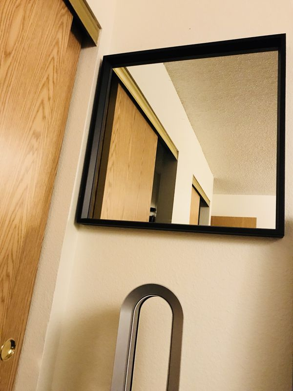Black Wall Mirror for Sale in Las Vegas, NV - OfferUp