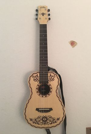 150$ Guitar with case, for Sale in Kissimmee, FL