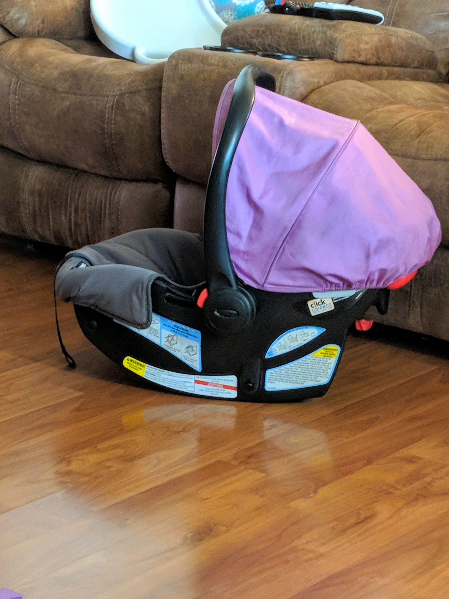 Graco click connect verb carseat in color Perry