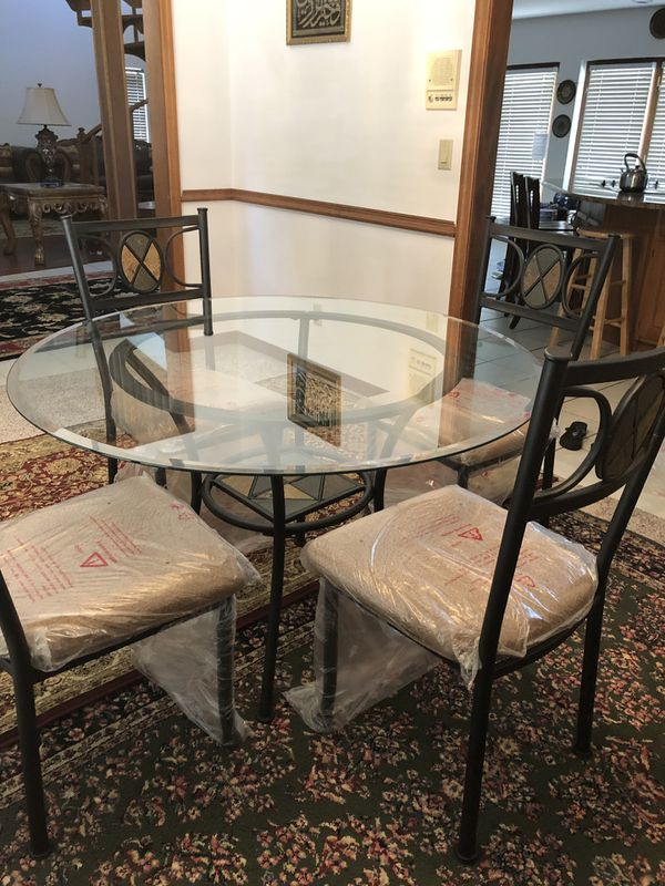 Kanes Furniture Store Dining Set Brand New For Sale In Temple Terr