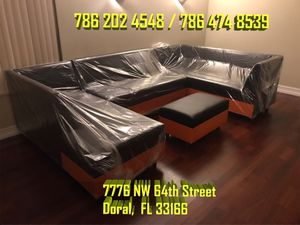 Large U sectional sofa never used for Sale in Miami, FL