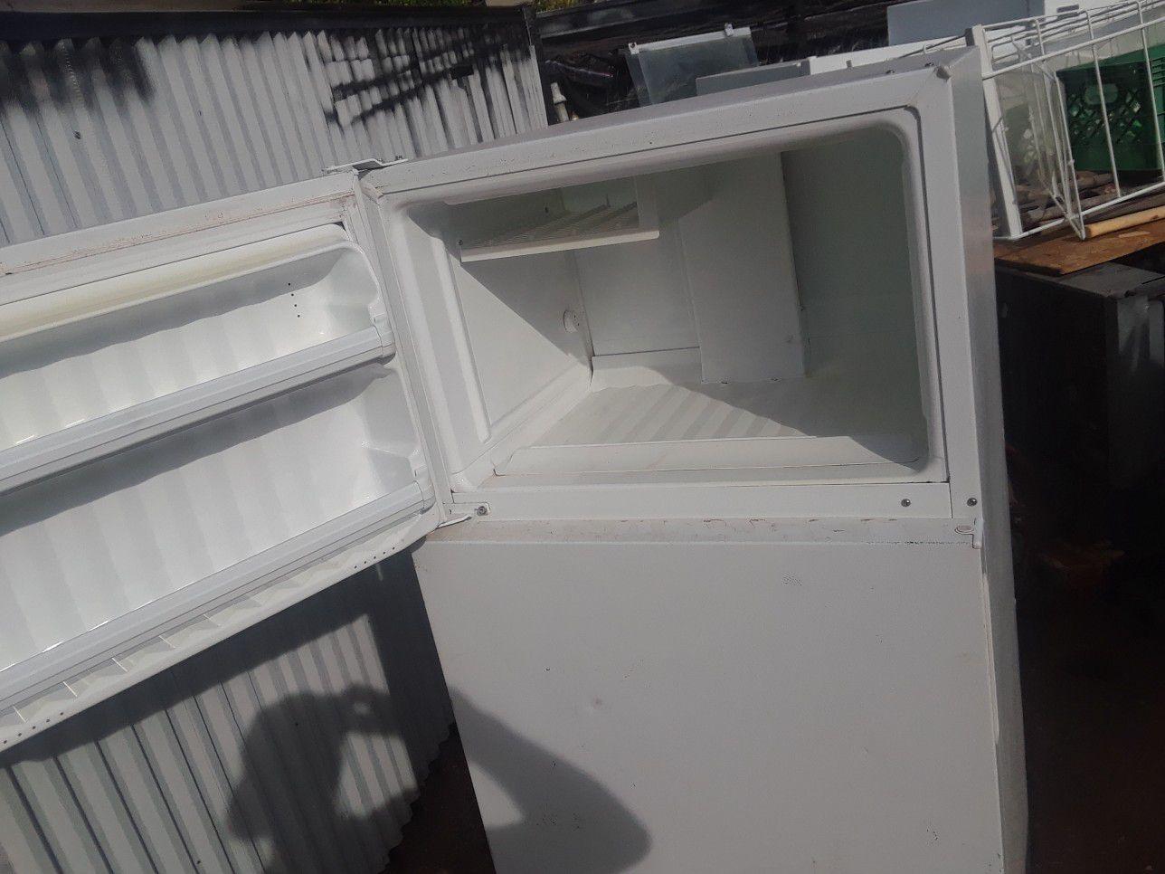 Hipoint apt. Fridge and freezer runs great used