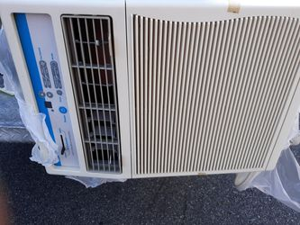 LIKE NEW 10000 BTU AIR CONDITIONER MADE FOR SLIDER WINDOWS Thumbnail