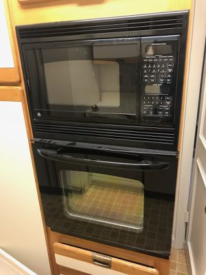 GE Wall oven with microwave combination for Sale in Sterling, VA