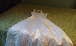 Brautiful wedding dress lots more pictures. Jacket 2vails beautiful details size 6 for Sale in Nashville, TN