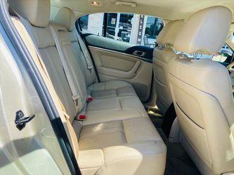 2011 Lincoln MKS Thumbnail